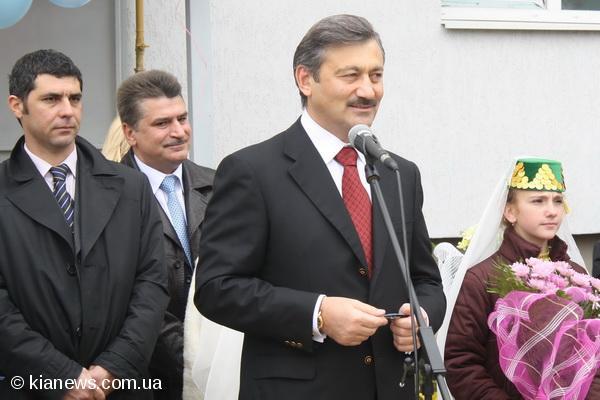 Глава Рескомнаца (позади Василия Джарты) рассердил своего шефа