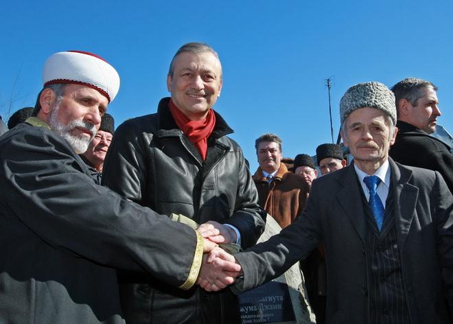 Союз трех: (слева направо) муфтий мусульман Крыма Эмирали Аблаев, премьер автономии Василий Джарты и председатель Меджлиса Мустафа Джемилев