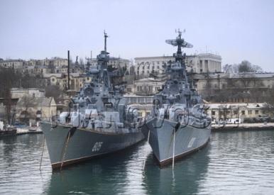 Военные корабли мешают круизным судам входить в бухты Севастополя