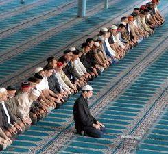 Крымских мусульман пытаются рассорить по религиозному признаку