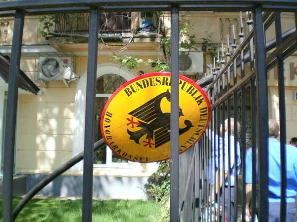 Крымская милиция уже ищет придурков, укравших немецкий флаг в День Победы
