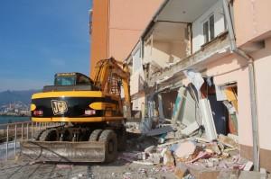 Незаконно построенные двухэтажные апартаменты в Ялте демонстративно снесли