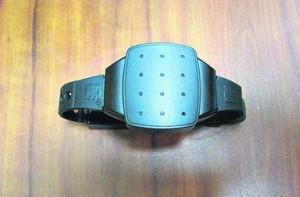 Электронные браслеты не разрешат снимать даже в душе