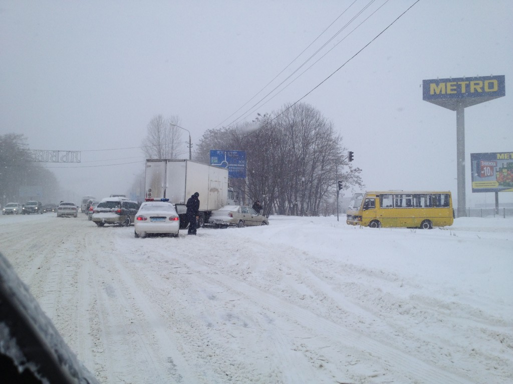 В городе выпала месячная норма снега