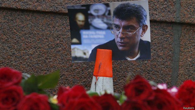 Цветы на месте убийства Бориса Немцова. Фото Reuters