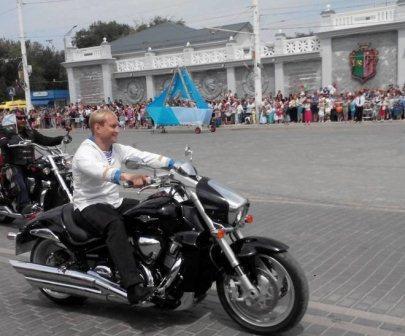 филонов на мотоцикле