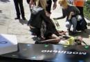 """""""Мобильная реклама"""": в Севастополе рекламный щит упал на прохожую (ФОТО)"""