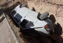 В Севастополе микроавтобус целиком провалился в огромную яму на дороге (ФОТО)