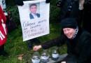 Севастопольцы насобирали министру обороны Украины мелочь и презервативы
