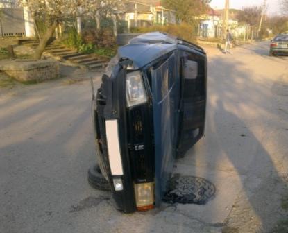 """Москвич"" перевернулся на бок"