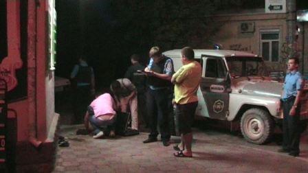 Вооруженного грабителя задержали случайные прохожие
