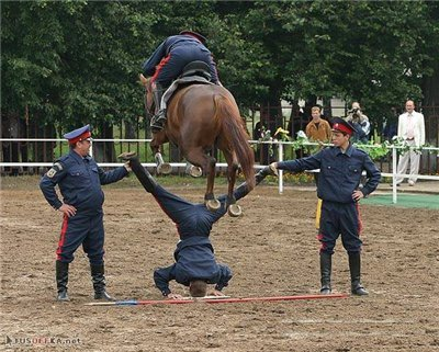 Трюки казаков на лошадях