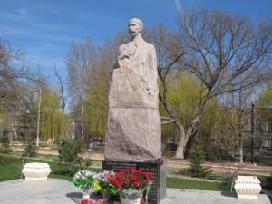 Памятник Исмаила Гаспринского в Симферополе