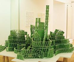 На сложную скульптуру ушло 4 тысячи жевательных пластинок