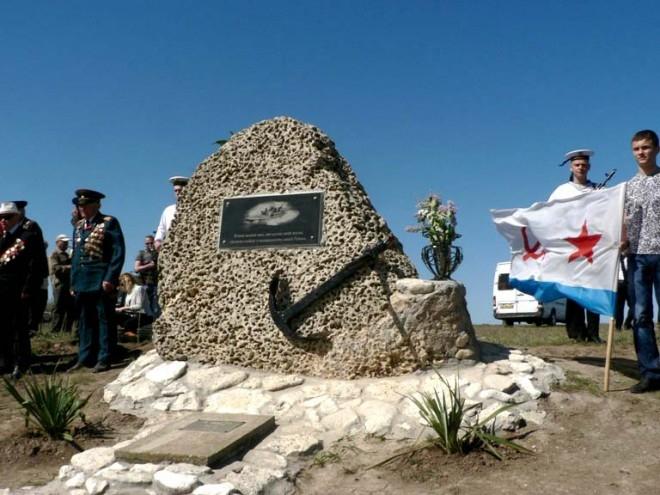 Памятник Яше