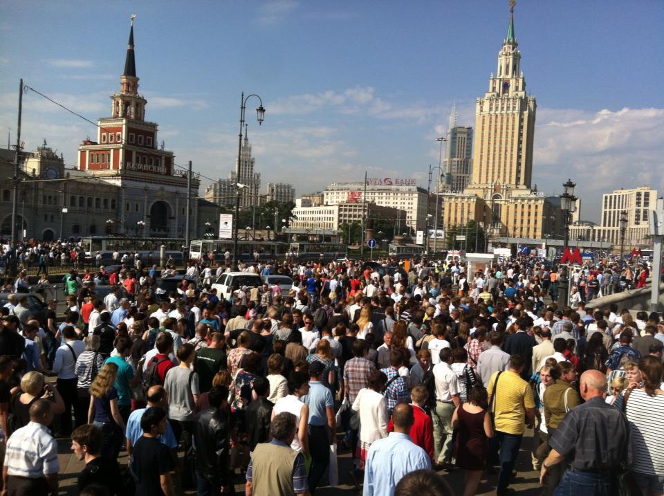 В связи с пожаром в метро в российской столиценачался транспортный коллапс ( фото -Айдер Муждабаев)