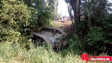 танк перевернулся крым
